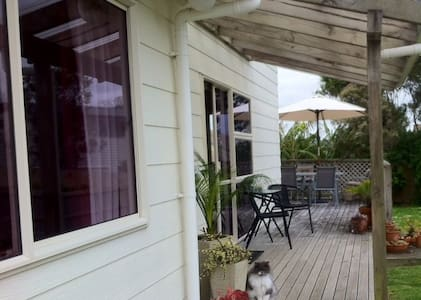 Quiet, sunny. Orewa Estuary view. - Red Beach - Bed & Breakfast