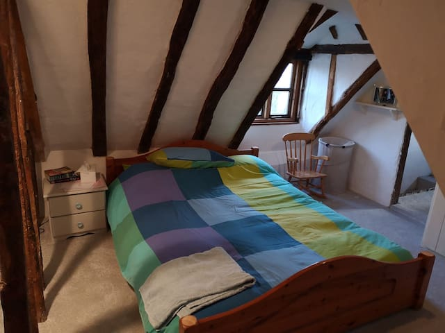 Charming Double room in 17th century house
