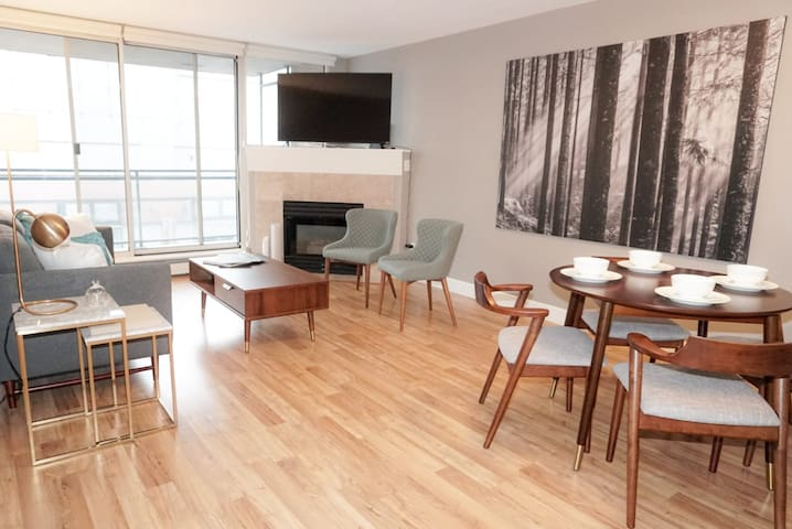3BR, 2 Bath in the heart of Downtown Vancouver