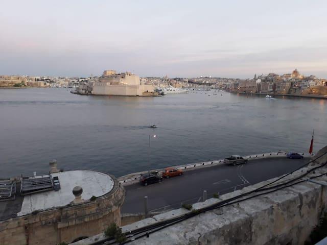 Spectacular Grand Harbour view apartment Valletta