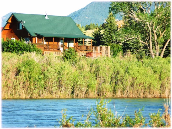 Yellowstone Lookout Cabin - Log Cabin with Yellowstone River Frontage