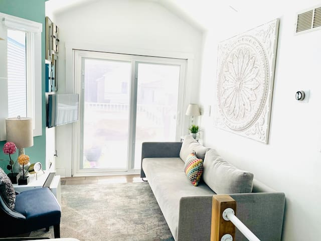 Contemporary 1 Bedroom 2 level home