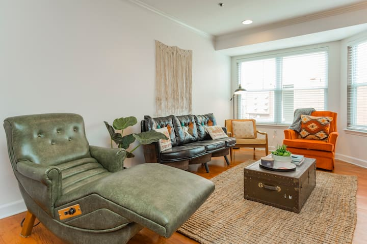 NEW! 1/2 mile from Broadway! Bohemian Downtown 2BD