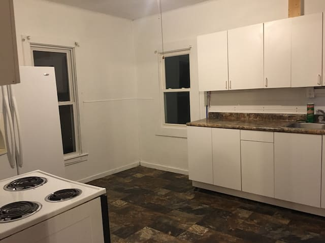 Entire House 3 Bedrooms in Goldfield