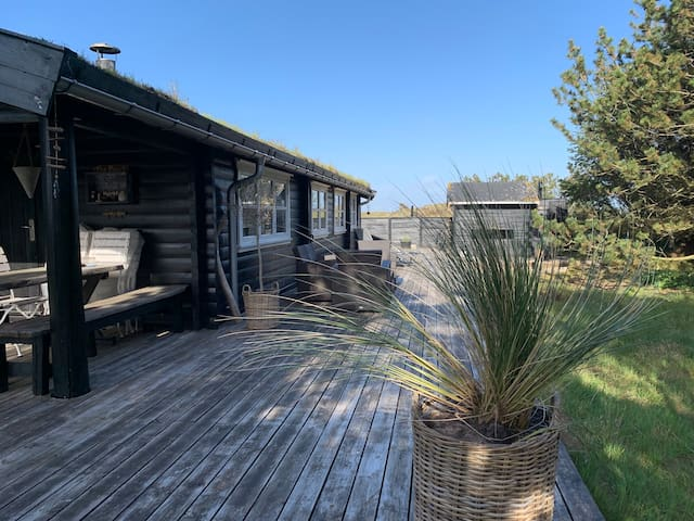 Flot bjælke sommerhus på Fanø.