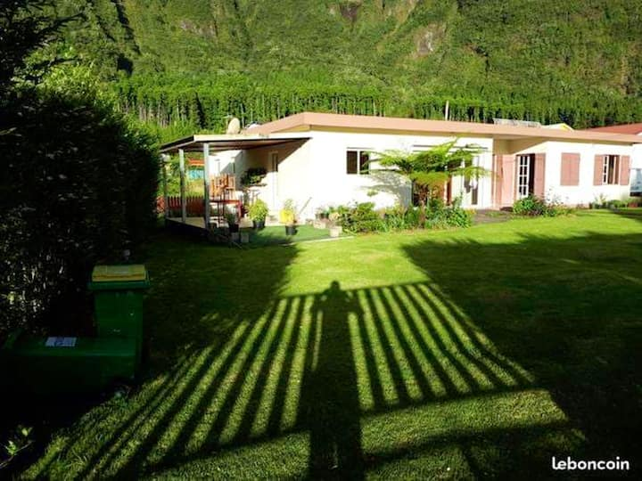 House with 3 bedrooms in Cilaos, with wonderful mountain view, furnished garden and WiFi - 40 km from the beach