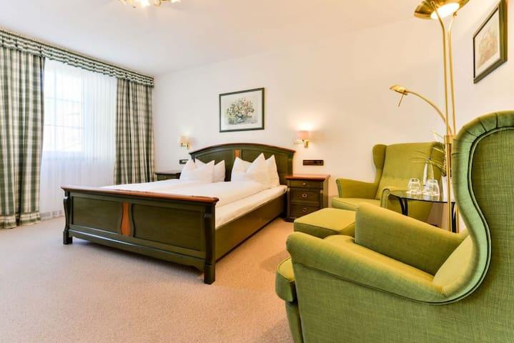 Flair Hotel Vier Jahreszeiten, (Bad Urach), Doppelzimmer Superior