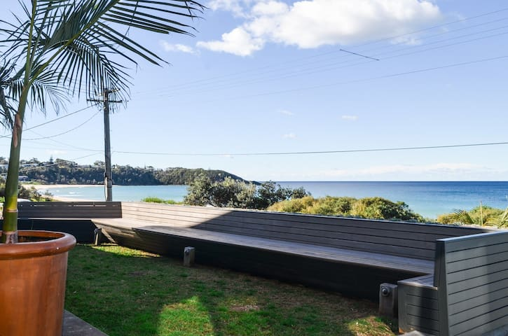THE GLASS HOUSE@MOLLYMOOK BEACH - Beach Front