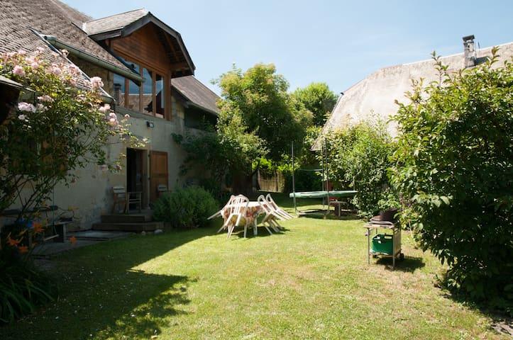 Maison de charme à la campagne à 14km d'Annecy - Marcellaz-Albanais - House