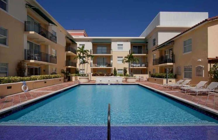 Beautiful Coral Gables 2 Bedroom 2 Bath Apartment! - Coral Gables - Daire