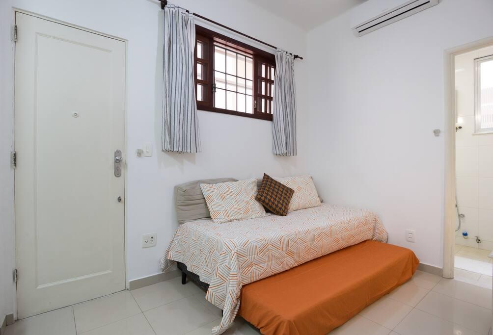 Segunda cama, tipo bicama; Second hidden bed