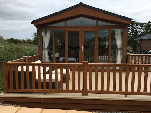 The Southwick lodge in northumberland with hot tub