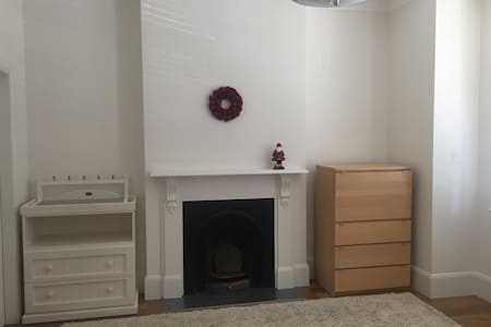 Large room over Xmas & NYE - Stanmore