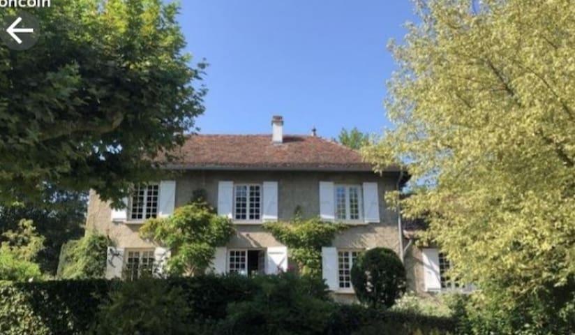 Charmante maison à Morestel