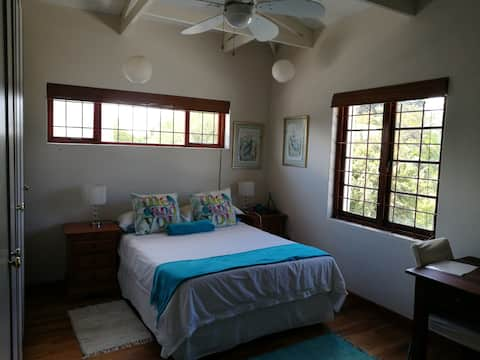 Welcoming home Turquoise Room