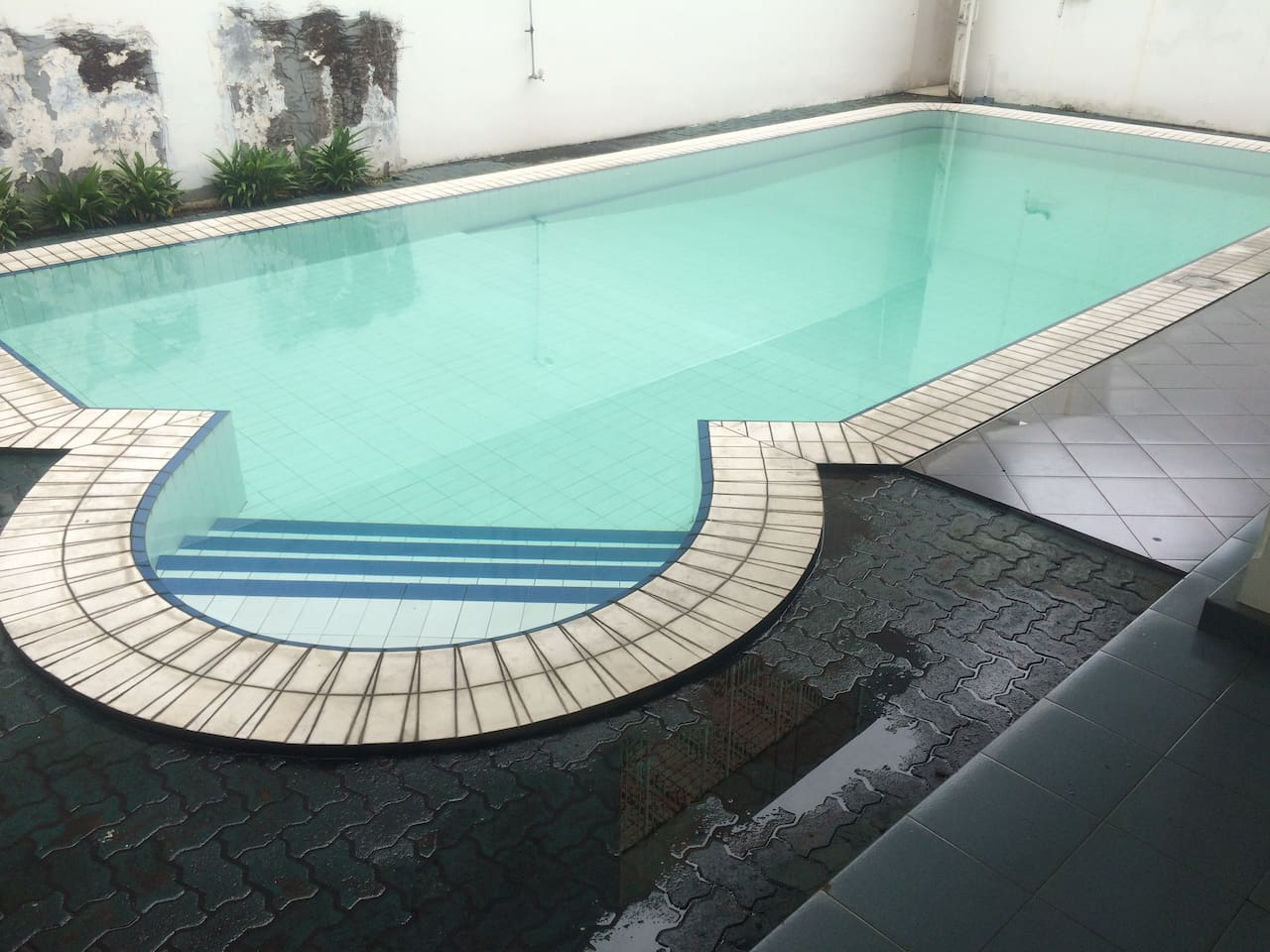 Private swimming pool with 4x4 m large bed room