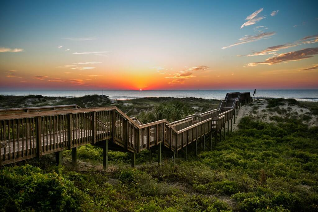 Less than two minutes from a world-class beach and walking distance to everything Amelia Island has to offer.