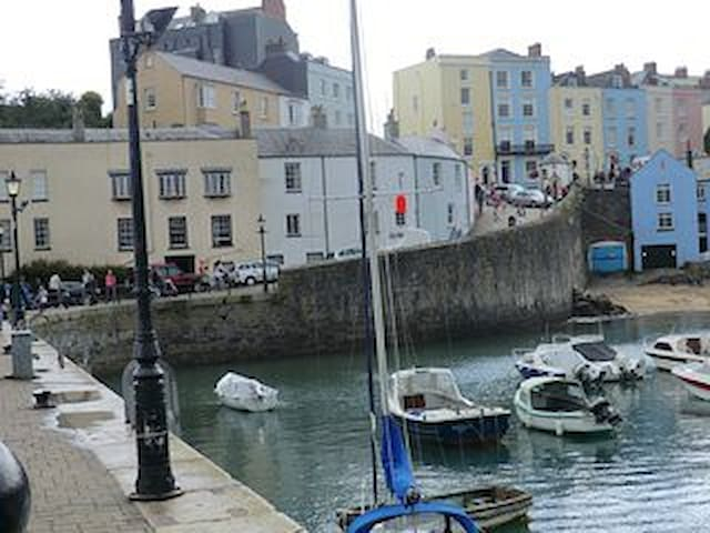 Tenby cottage in fantastic harbour location - Tenby - Dům