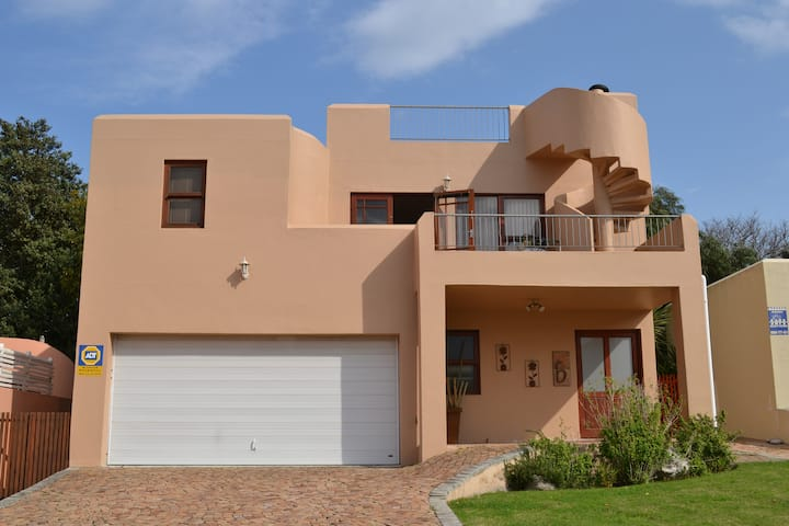 Secure 3 bed house 5 mins from the  beach