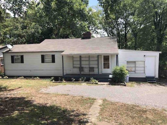 Spacious 4BR House Near UAB and Downtown
