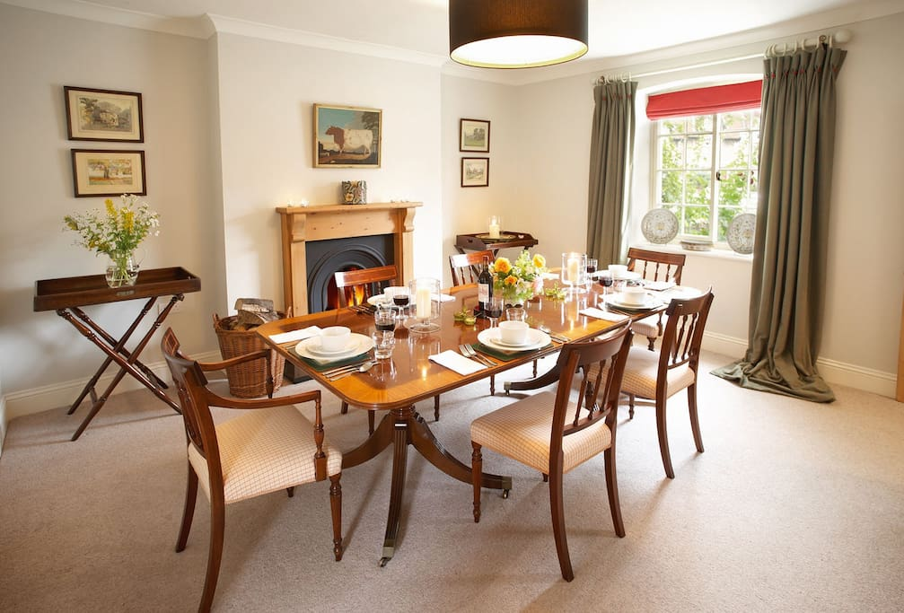 Ground floor: Dining room with open fire