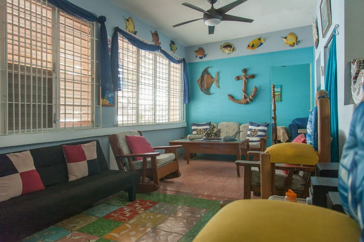 BEACHFRONT BLUE WHALES  APARTMENTS - Añasco - Hus