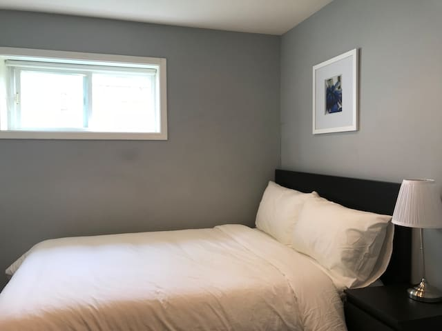 Cozy room close to Metrotown