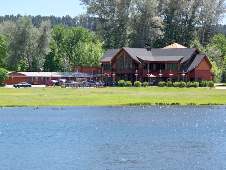 Canyon Lake Resort Reunion Lodge 2