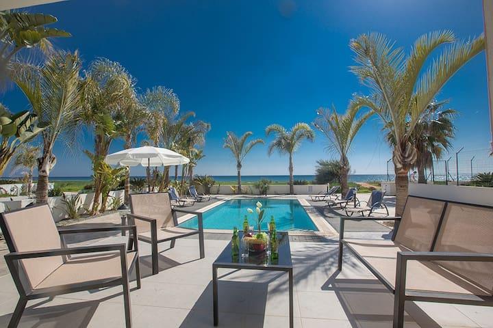 Villa Lenia, Stunning 3BDR Seafront Villa - Paralimni - Villa