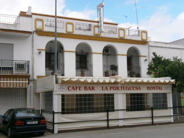 hostal portuguesa - Lora del Río - Herberge