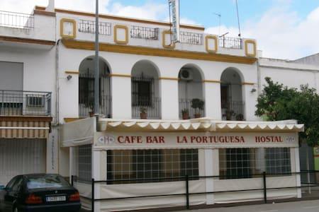 hostal portuguesa - 洛拉德爾里奧(Lora del Río)