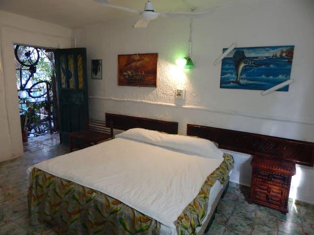 Hotel Arte y Museo Yeneka.  El Verde Es Vida (#20)