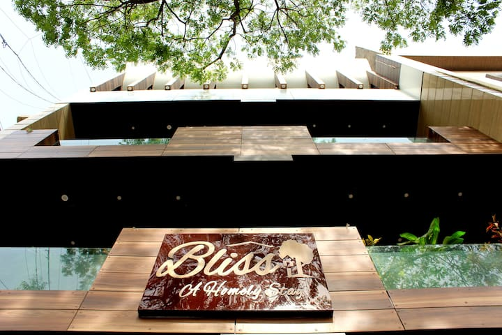 ⭐⭐⭐⭐ THE BLISS- A Premium BNB.  (PRIVATE AC ROOMS)