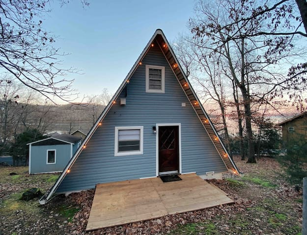 Lost Haus / A-frame Cabin - Steps from Beaver Lake