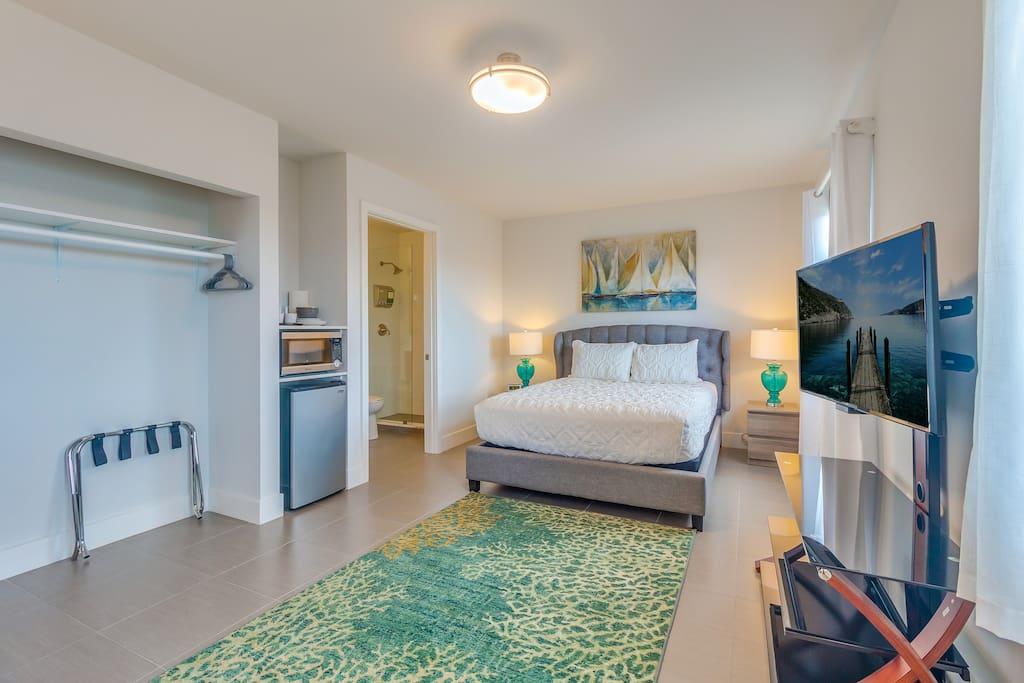 Suite 211 living