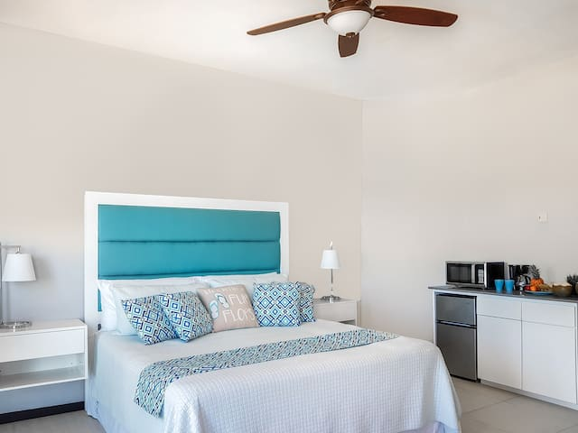 Luxe Beach Resort - 1 Bedroom