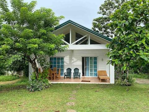 Idyllic, CQ-friendly farm living (Family Cottage)