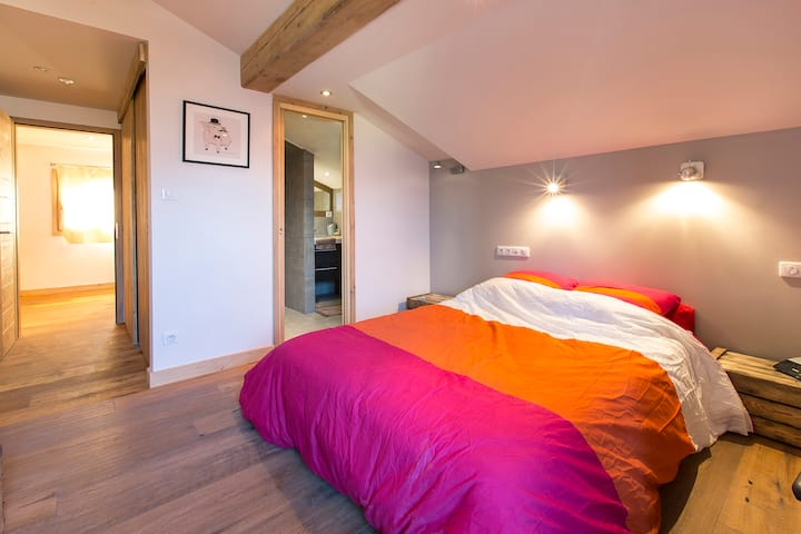 Bed & Breakfast in new chalet facing Mont Blanc