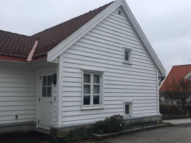 Egen inngang, separat fra huset