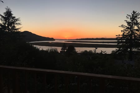 Big Sunsets on the Bay, Mtn & Ocean on the Horizon - Wheeler - 独立屋