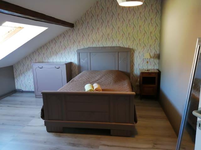 Chambre deux avec lit 140 et lit commode une personne