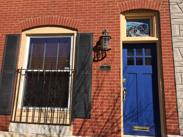 Spacious Rowhome-Charm & Comfort in Patterson Park