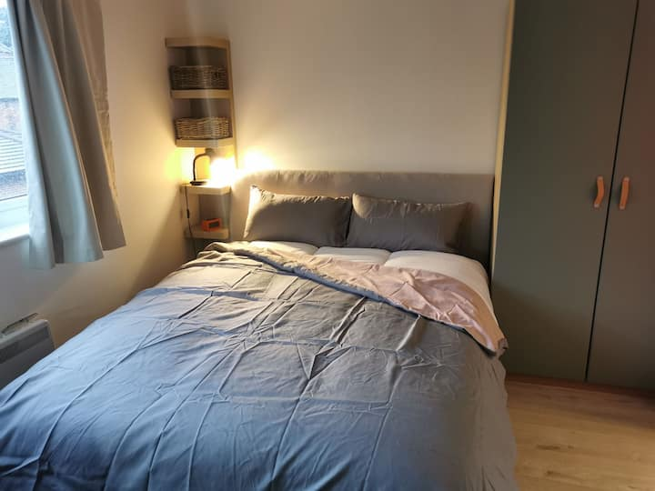 Entire Flat with a Free Parking in Reading Central