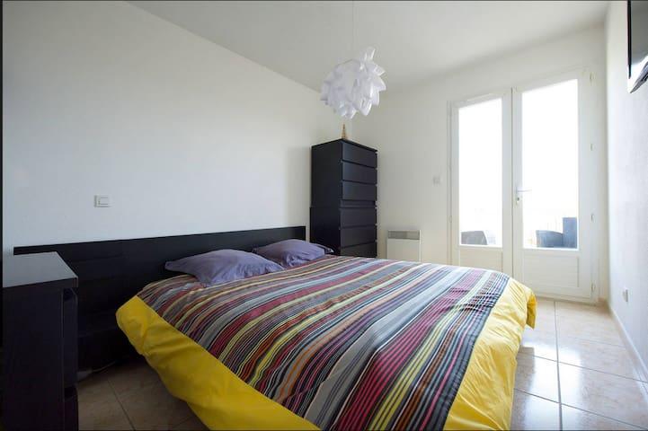 Chambre  avec terrasse dans maison - Nîmes - Hus