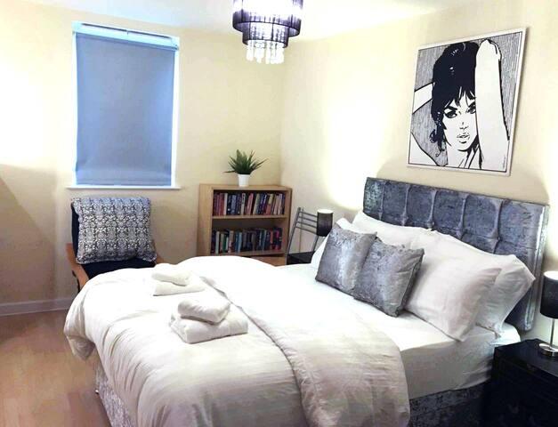 Apartment Leeds centre-Arena Quarter, WiFi,Netflix
