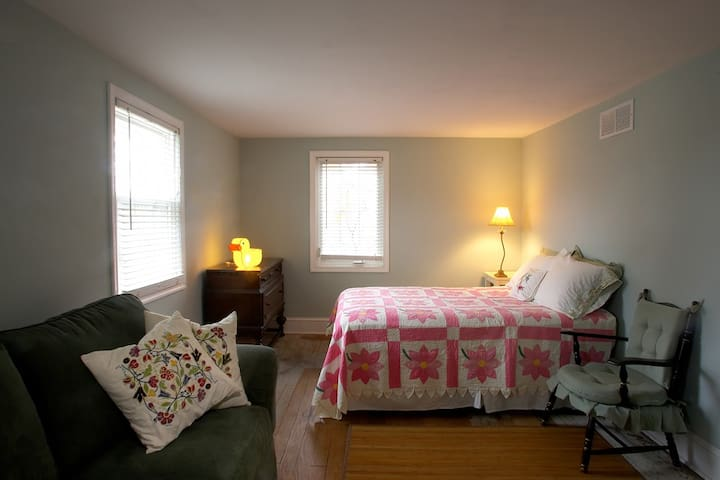 2nd floor bedroom #3, Queen bed plus pull out couch