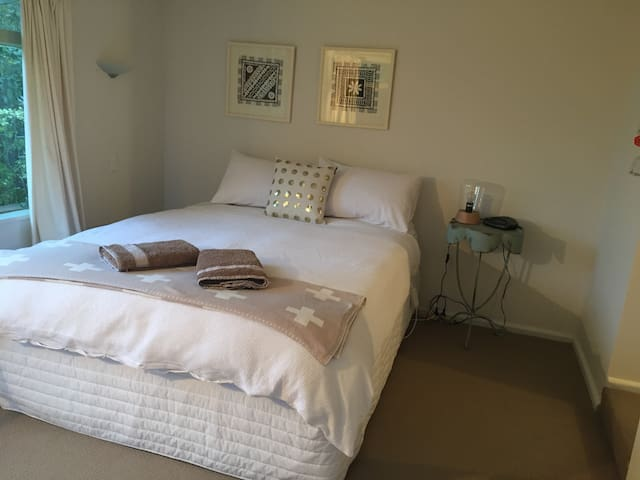 1 bedroom, private entry, and ensuite in Cashmere - Christchurch - Pousada