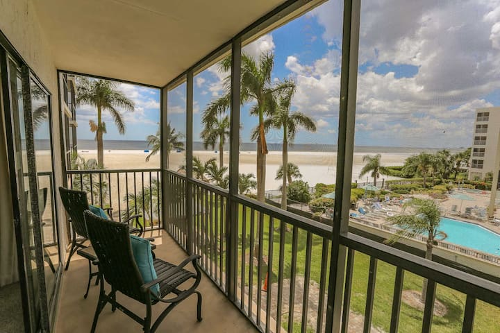 Island Winds Unit 321 is a beautiful 2 bedroom, 2 full bath beachfront condo.