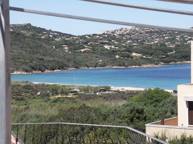 panoramica spiaggia e Porto Raphael
