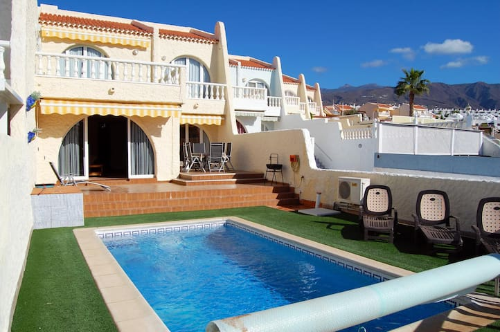 Villa Playa Paraiso - 3 bed with heated pool
